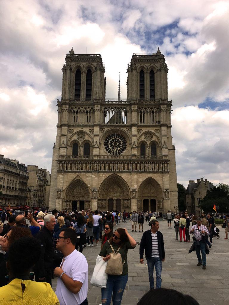 Locul de intalnire pentru un singur Paris